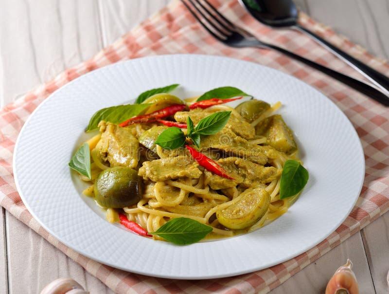 Spaghetti verdi del curry immagine stock