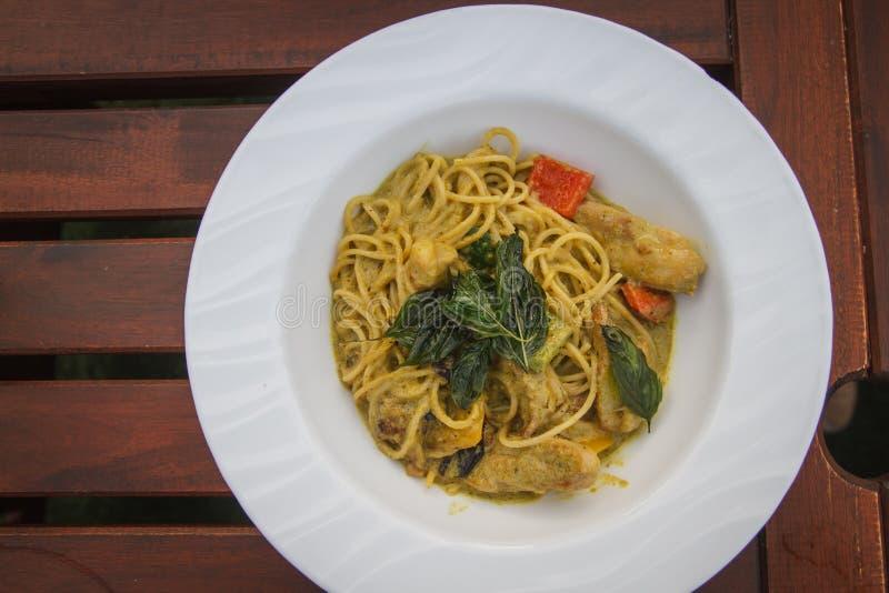 Spaghetti verts de cari photos stock