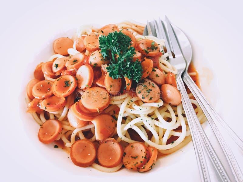 Spaghetti wieprzowiny kiełbas pomidorowy kumberland zdjęcia stock