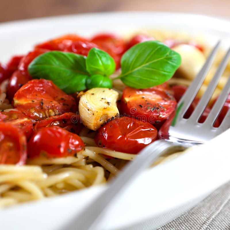 Free Spaghetti With Baked Tomatoes Royalty Free Stock Image - 12950986