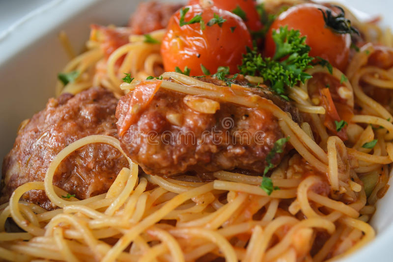 Spaghetti z klopsikami w pomidorowym marinara kumberlandzie, indegredie i zdjęcia royalty free