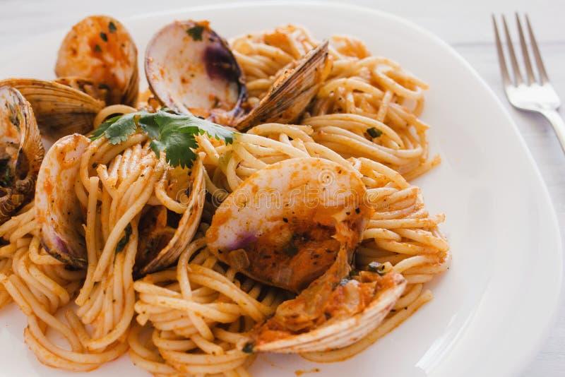 Spaghetti z milczkami i pomidorowym kumberlandem, spaghetti Vongole zdjęcie royalty free