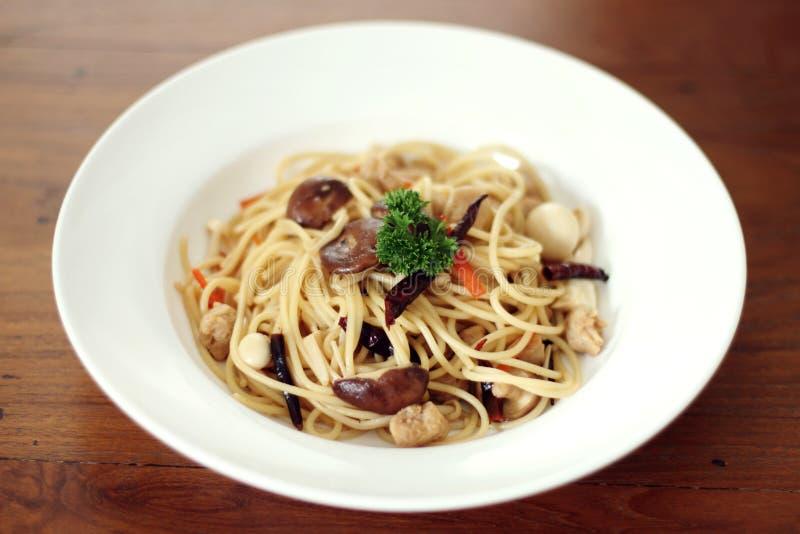 Spaghetti z pieczarką dla weganinu obraz royalty free