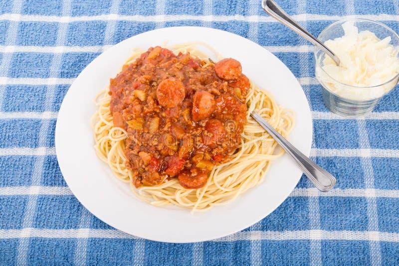 Spaghetti z wołowiny i kiełbasy kumberlandem obraz stock