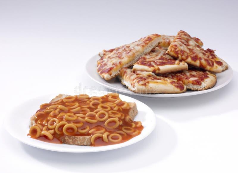 Spaghettihoepels en pizza stock afbeeldingen