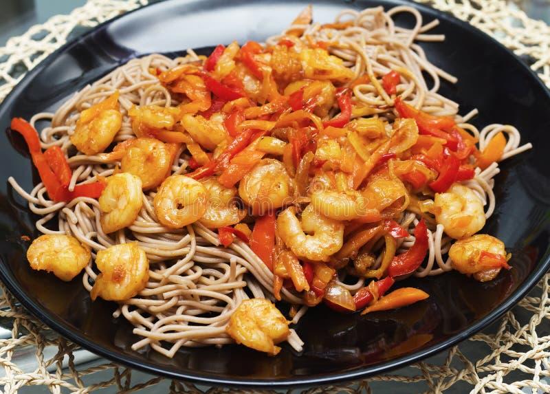 Spaghettimeeresfrüchte und -gemüse stockfoto