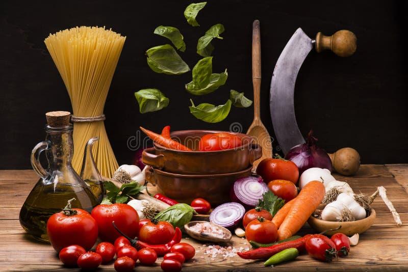 Spaghettis mit Tomatensauce Italiener lizenzfreies stockbild