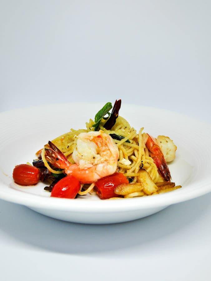 Spaghettis Olio mit Garnelen stockfotografie