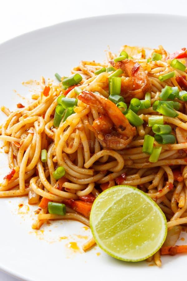 Spaghettis Tom Yum Kung lizenzfreie stockbilder