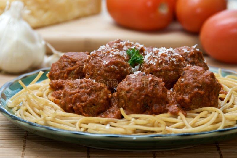 Spaghettis und Fleischklöschen stockfotos
