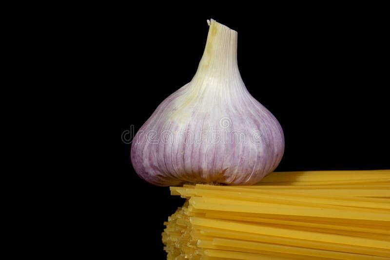 Spaghettis und Knoblauch stockbild