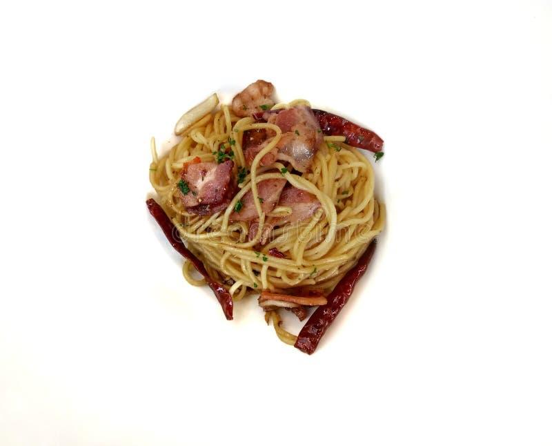 Spaghettis würzig mit Leuchtfeuer Getrennt lizenzfreies stockbild