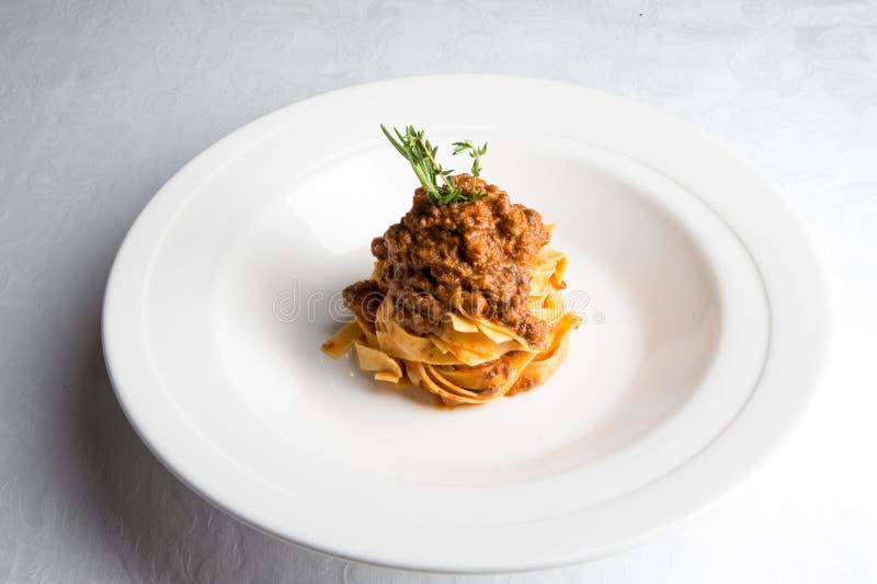Spaghettiteigwaren mit einer Soße der Tomate von Bolognese, italienisches Nahrung-styl stockfotos