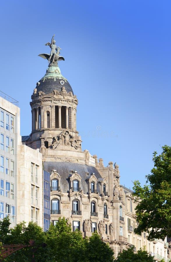 spain Barcelona Forntida byggnad i passagen de Gracia arkivfoto