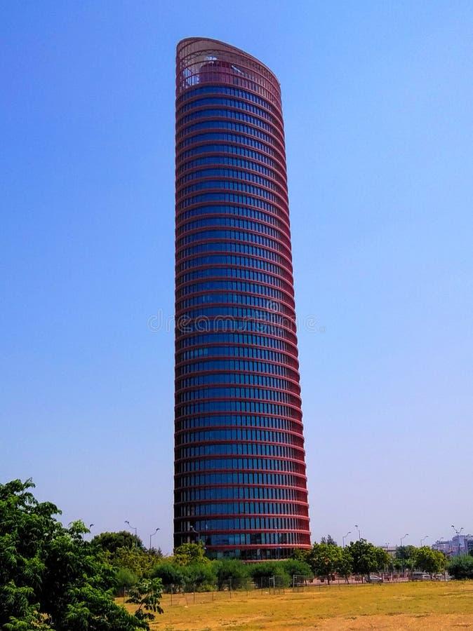 spain Hög löneförhöjning för för Seville tornkontor som och hotell bygger Andalusia arkivfoto
