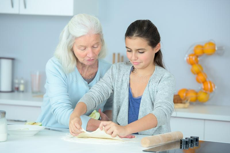 Spajać między babcią i córką obrazy royalty free