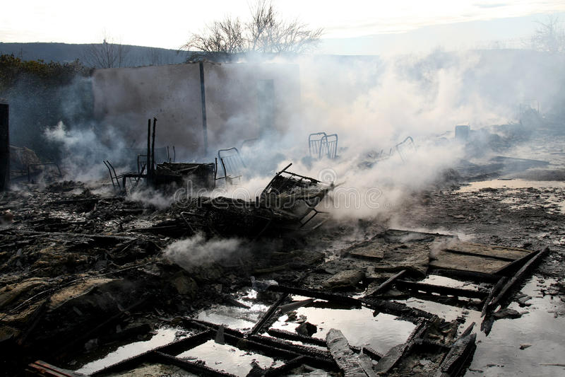 spalili dom obrazy royalty free