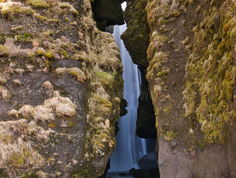 Spalt des Gljufrabui-Wasserfalls in Island lizenzfreies stockbild