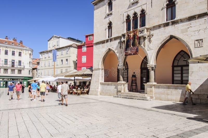Spalte, Dalmatien, Kroatien, Europa, das Quadrat der Leute stockfotos