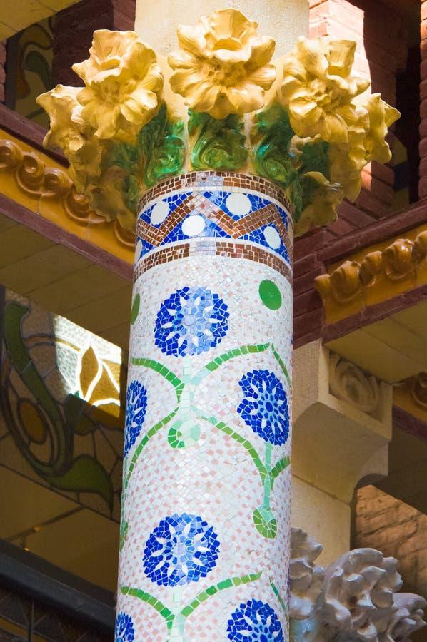 Spalte in der modernistischen Art in Palau de la Música Catalana, Barcelona, Spanien lizenzfreie stockfotos
