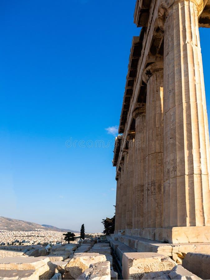 Spalten des Parthenontempels auf Akropolise, Athen, Griechenland bei Sonnenuntergang gegen blauen Himmel lizenzfreies stockbild