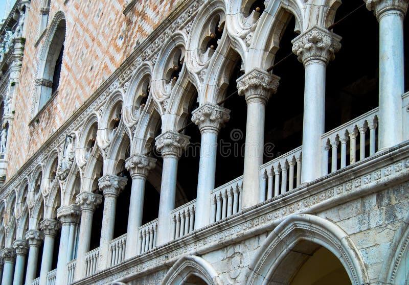 Spalten Doge-Palast-Venedigs Italien stockfotos