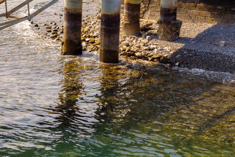 Spalten eines Piers stockbilder