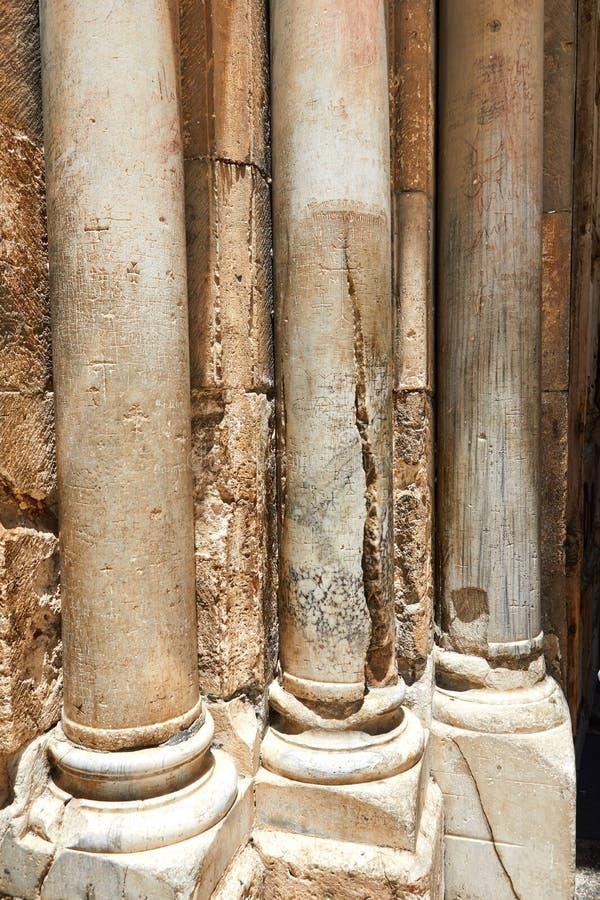 Spalten am Eingang zum heiligen begraben in Jerusalem stockfotografie