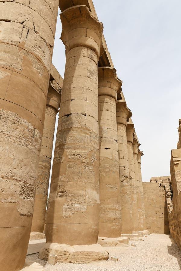 Spalten im Luxor-Tempel, Luxor, Ägypten lizenzfreie stockfotos