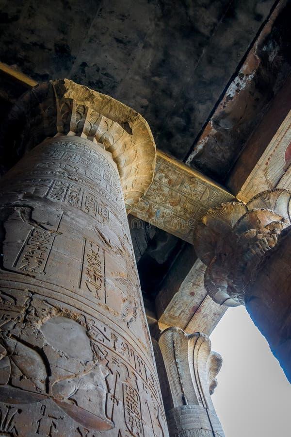 Spalten im Tempel von Edfu Egypt lizenzfreies stockfoto