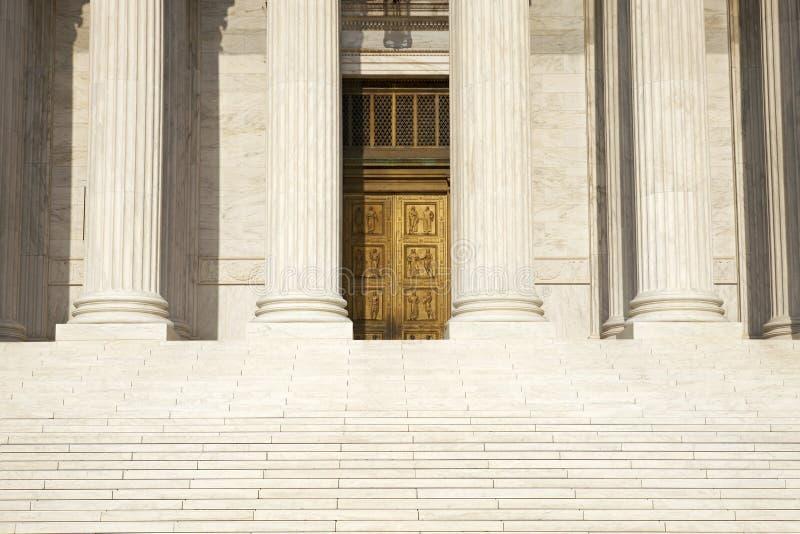 Spalten, Schritte und Türen des Obersten Gerichts des vereinigten Notfall lizenzfreie stockfotos
