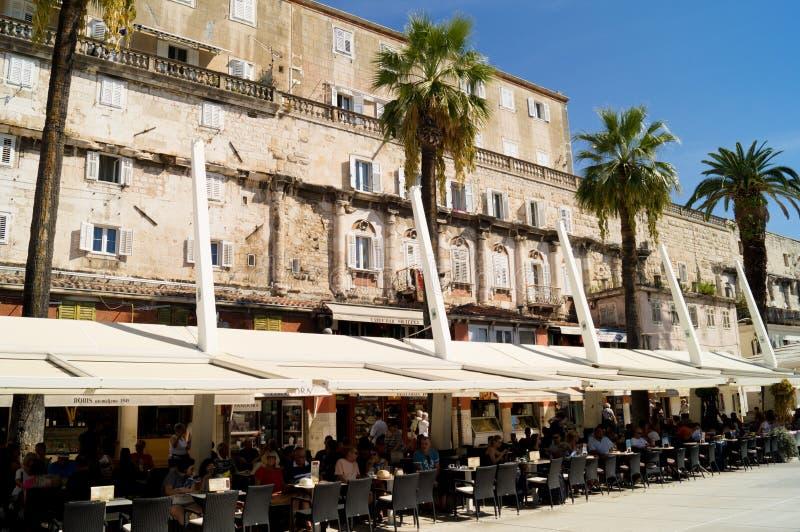 Spalten Sie Dalmatien auf kroatien 09/06/2018 Ansicht von Diocletians Palast draußen lizenzfreie stockfotografie