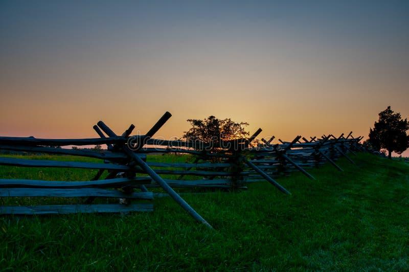 Spalten Sie Lattenzaun Sunset auf stockfotografie