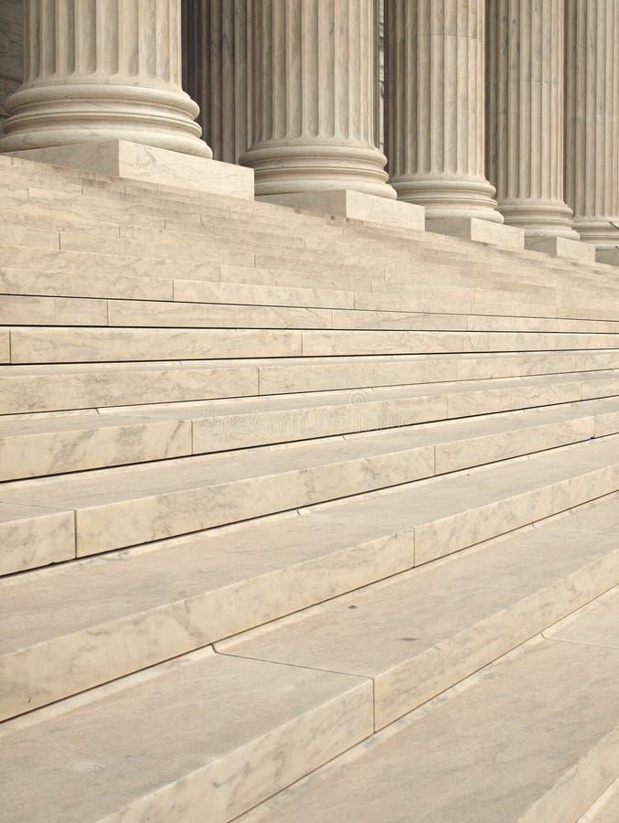 Spalten am Staat-Höchsten Gericht lizenzfreie stockfotografie