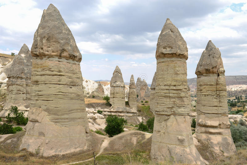 Spalten- und Cappadocia-Landschaft lizenzfreies stockbild