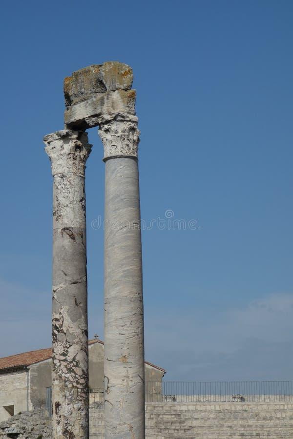 Spalten von Roman Theatre, Arles lizenzfreie stockbilder