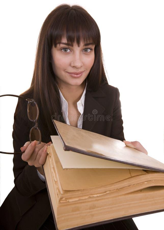 Spaltermädchen mit großem altem Buch. lizenzfreies stockfoto