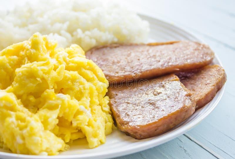Spam, ovos e arroz imagem de stock royalty free