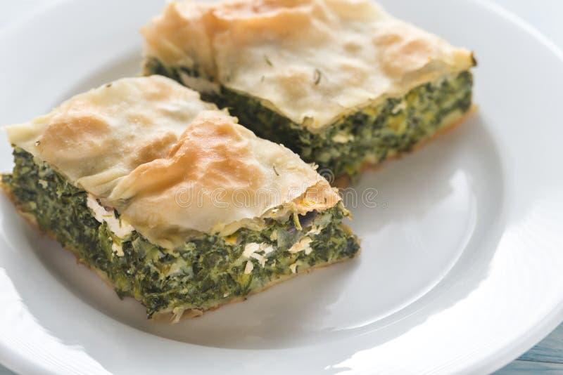 Spanakopita的部分-希腊菠菜饼 免版税库存照片