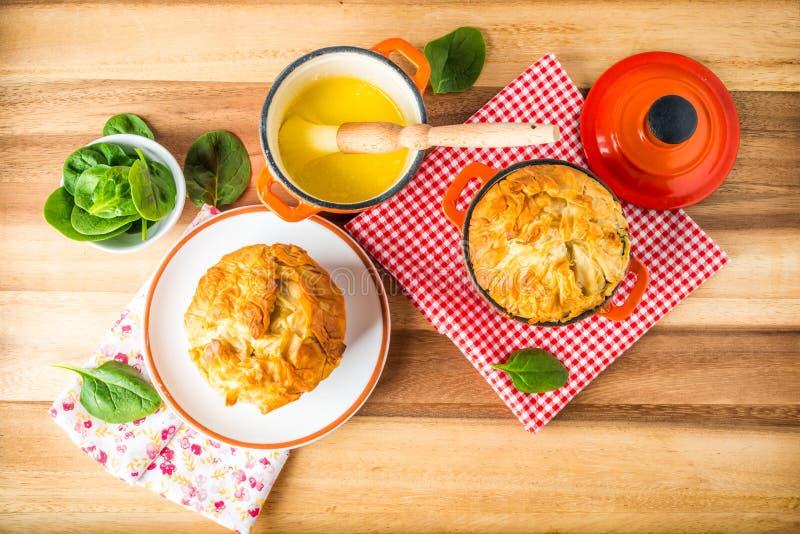 Spanakopita -希腊菠菜饼用希脂乳和乳清干酪 库存照片