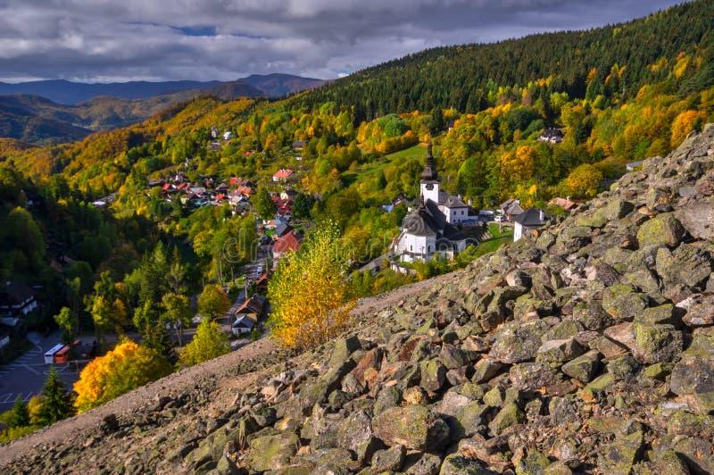 Spania Dolina wioski widok od tailings stosu obraz stock
