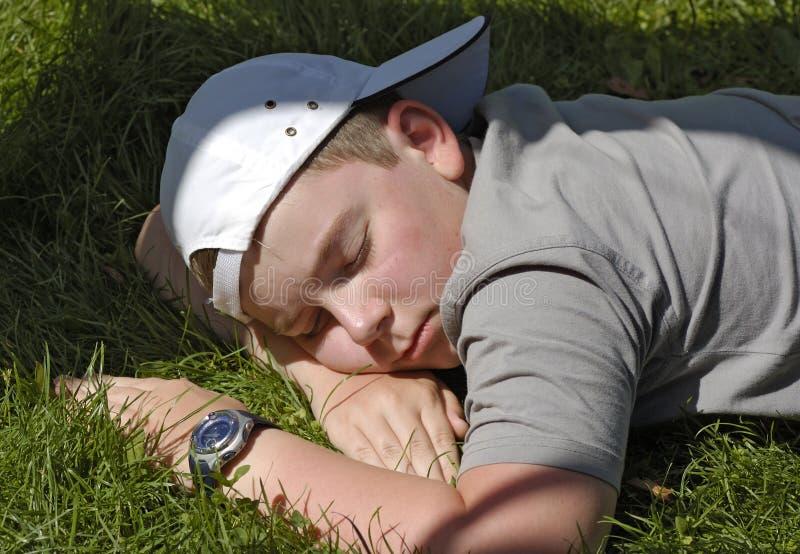 spanie w ogrodzie fotografia royalty free