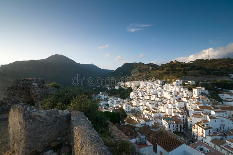Spanien Andalusia, bergby Casares arkivfoto