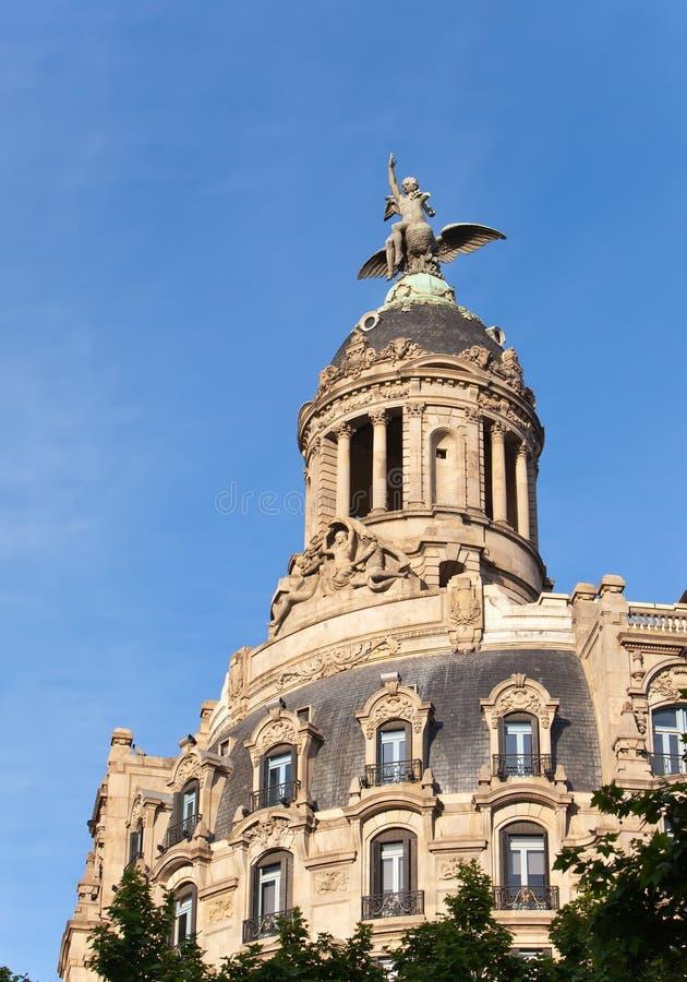 Spanien. Barcelona. Forntida byggnad i passagen de Gracia. royaltyfri bild