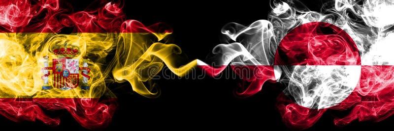 Spanien gegen rauchige mystische Flaggen Grönlands nebeneinander gesetzt Dickes gefärbt seidig raucht Flagge von spanischem und v lizenzfreie stockbilder