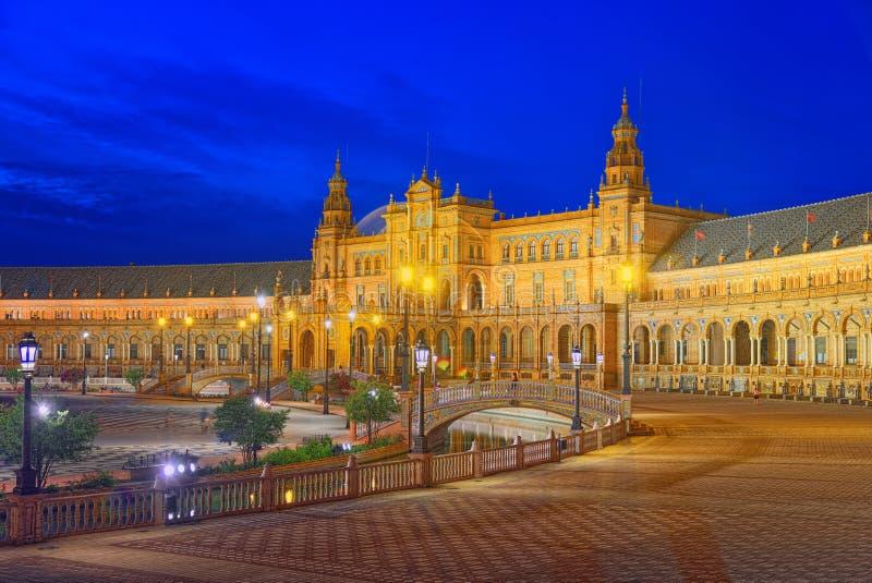 Spanien kvadrerar Plaza de Espanais en fyrkant i Maria Luisa Par royaltyfri fotografi