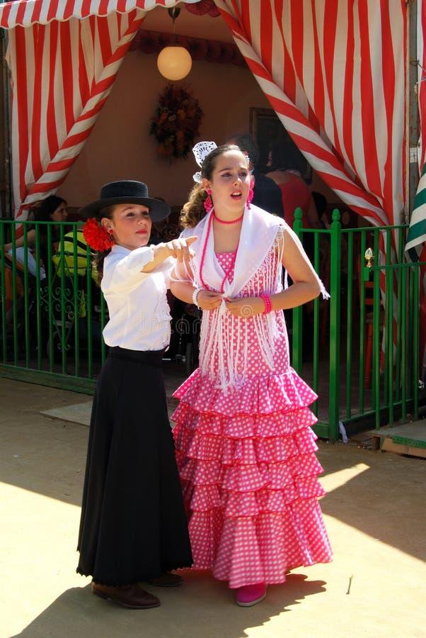 Spanierinnen beim Sevilla angemessen stockbild
