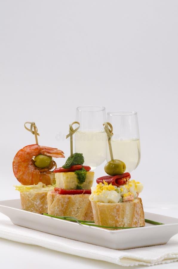 Spanische Küche. Tapas. Behälter Von Montaditos. Stockbild - Bild ...