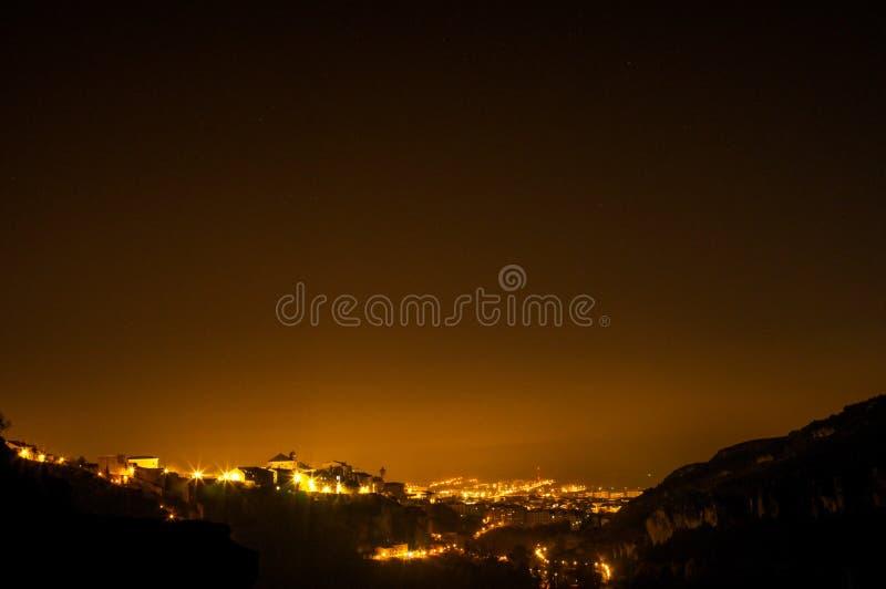Spanische Kunst- und Hochschulstadt Cuenca bis zum der Nacht, die ein marv kennzeichnet stockfoto