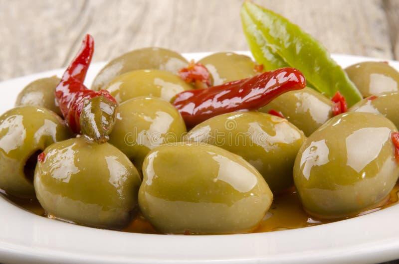 Spanische Olive und Paprika lizenzfreies stockfoto